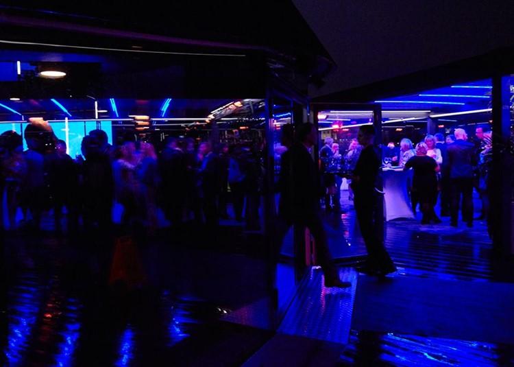 Ling Ling club nightclub Oslo party view crowd people having fun drinks music