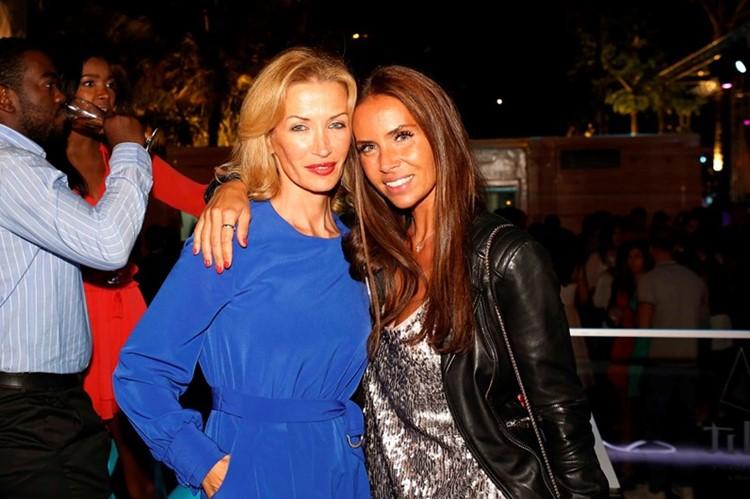 Lust in Rio nightclub Lisbon two pretty women blonde brunette havig fun