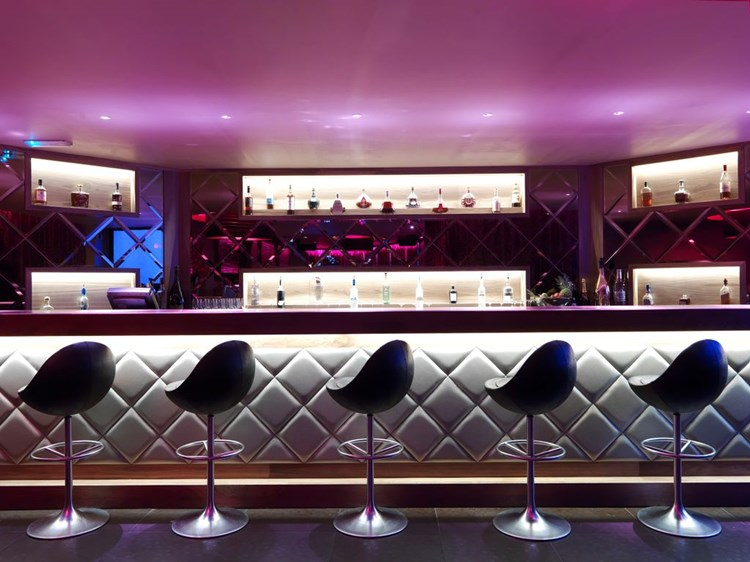 Party at Maddox VIP nightclub in London. Find promoters for guest list in Clubbable