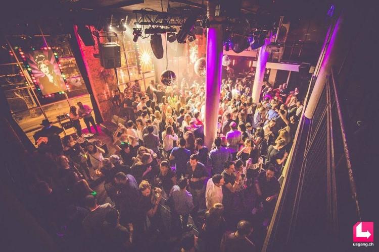 Mascotte Club nightclub Zurich people having fun dance music