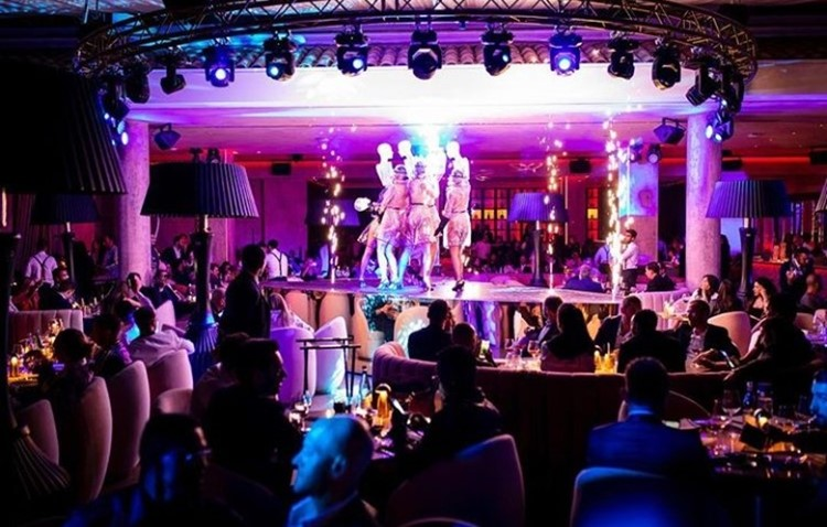 Medusa nightclub Cannes exotic dancers on stage show