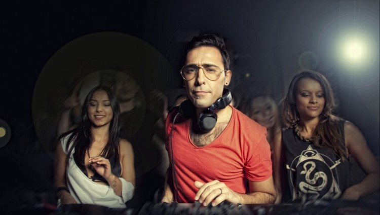 Mendeleev nightclub Moscow popular dj playing music with girls dancing