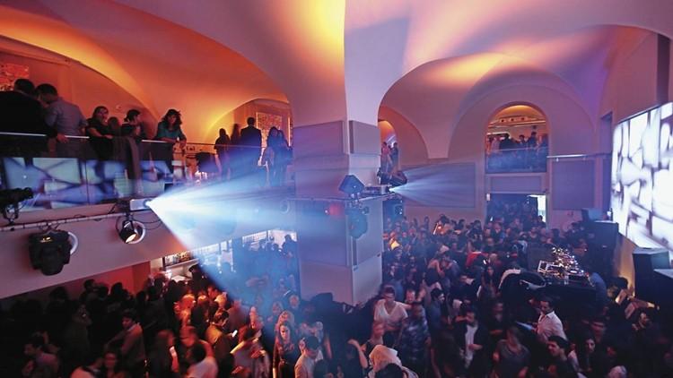 Ministerium nightclub Lisbon view of the full room crowd
