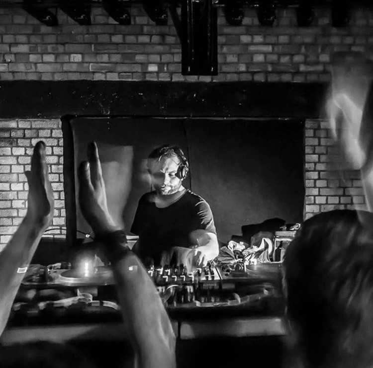 Ministerium nightclub Lisbon dj mixing music people clapping having fun