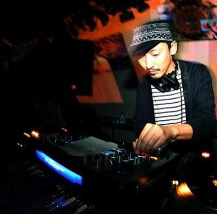 Ministerium nightclub Lisbon dj mixing music having fun