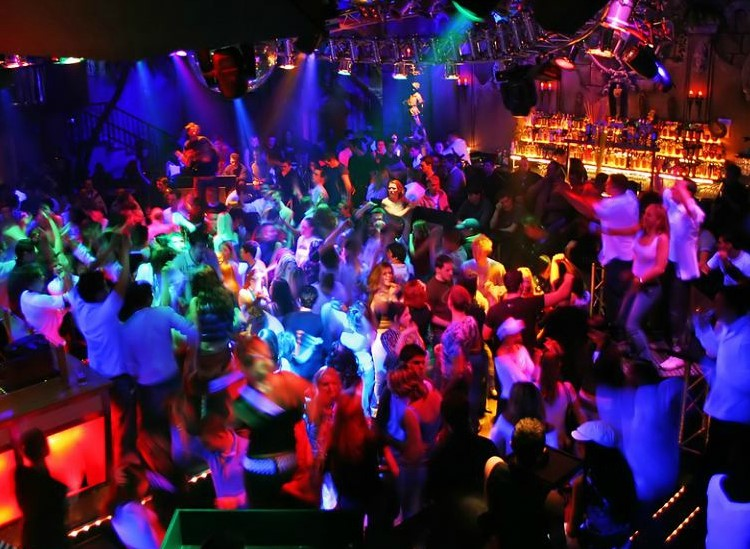 Party at MoMa VIP nightclub in Madrid. Find promoters for guest list in Clubbable
