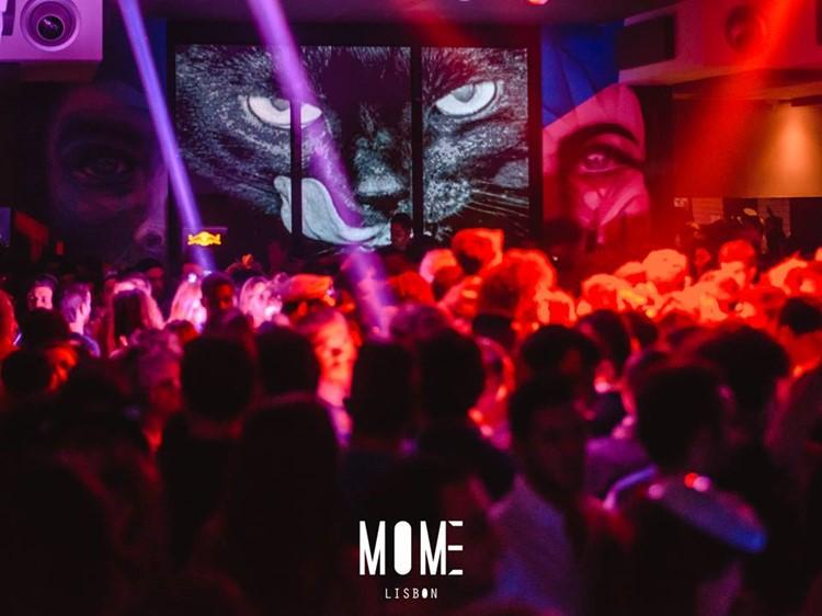 Mome nightclub Lisbon crowd dance drinks music event