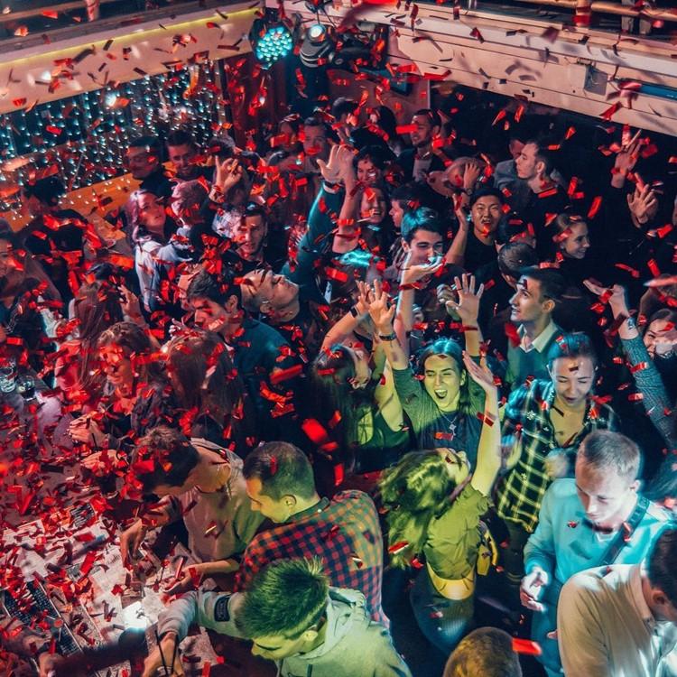 Nebar nightclub Saint Petersburg big party event people dancing music
