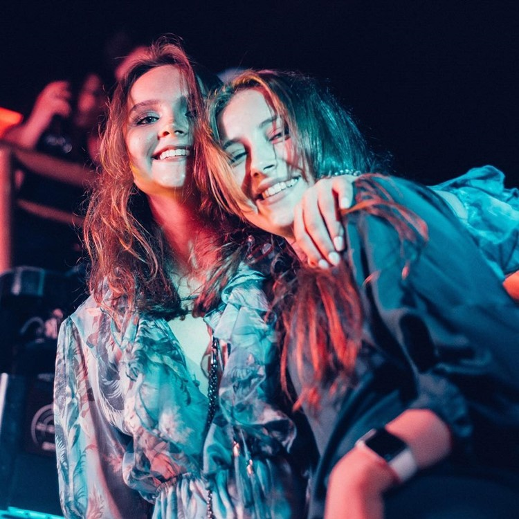 Nebar nightclub Saint Petersburg girls having fun party drinks pretty