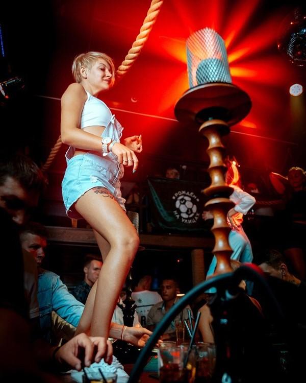 Nebar nightclub Saint Petersburg sexy girl dancing on table smoke area