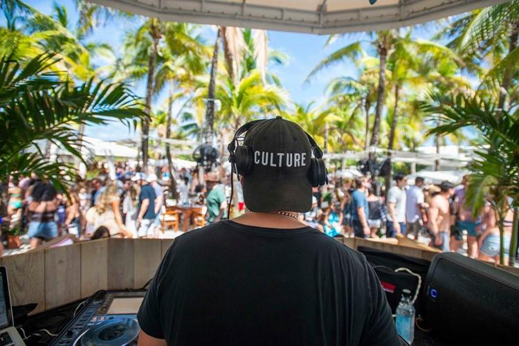 Nikki Beach beachclub Miami dj mixing music crowd dancing