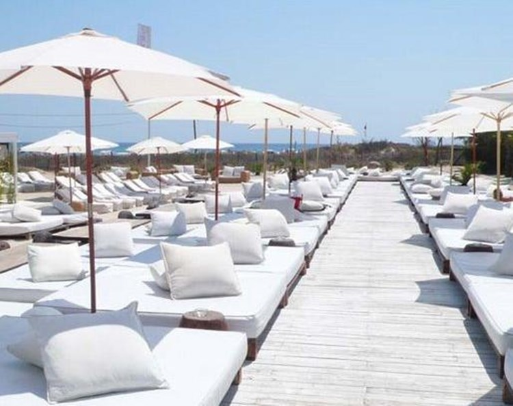 Party at Nikki Beach VIP nightclub in St Tropez. Find promoters for guest list in Clubbable