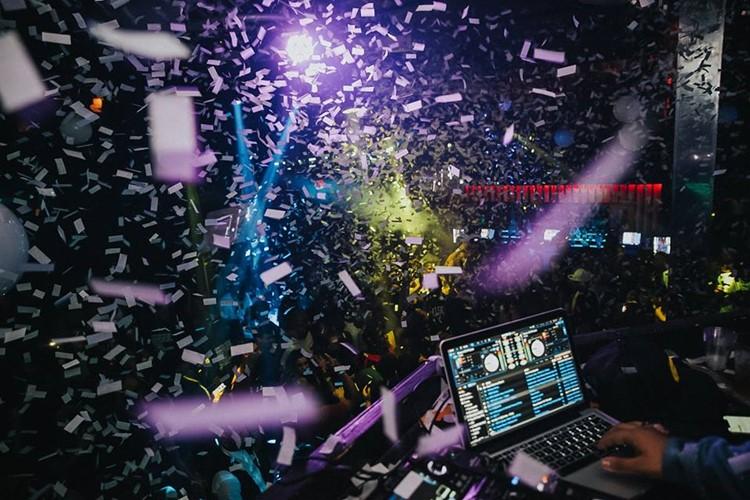 Ono nightclub Orlando party crowd confetti dancing