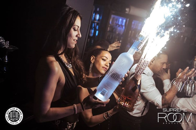 Otto Zutz nightclub Barcelona girls bringing bottle service alcoholic drinks vodka and champagne at Supreme Room night