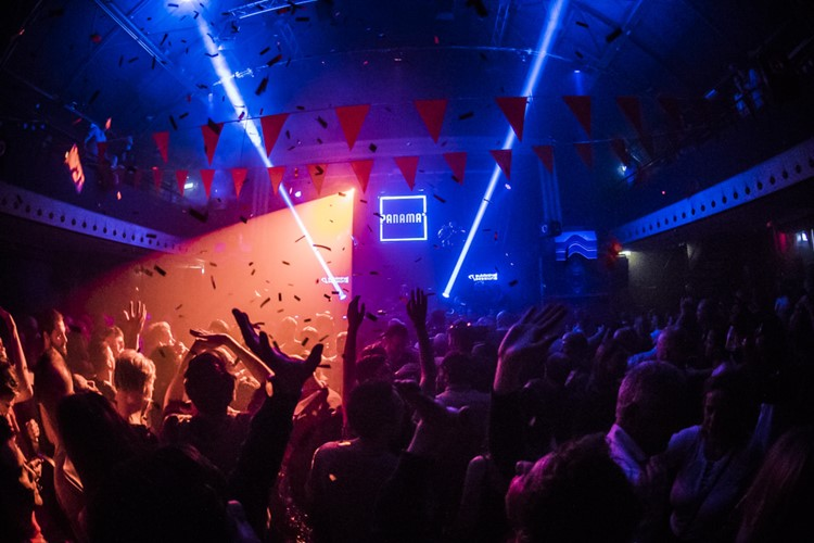 Panama Club nightclub Amsterdam light show confetti big event crowd view