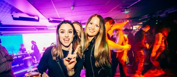 Park Lane Show club nightclub Gothenburg party pretty girls having fun drinking