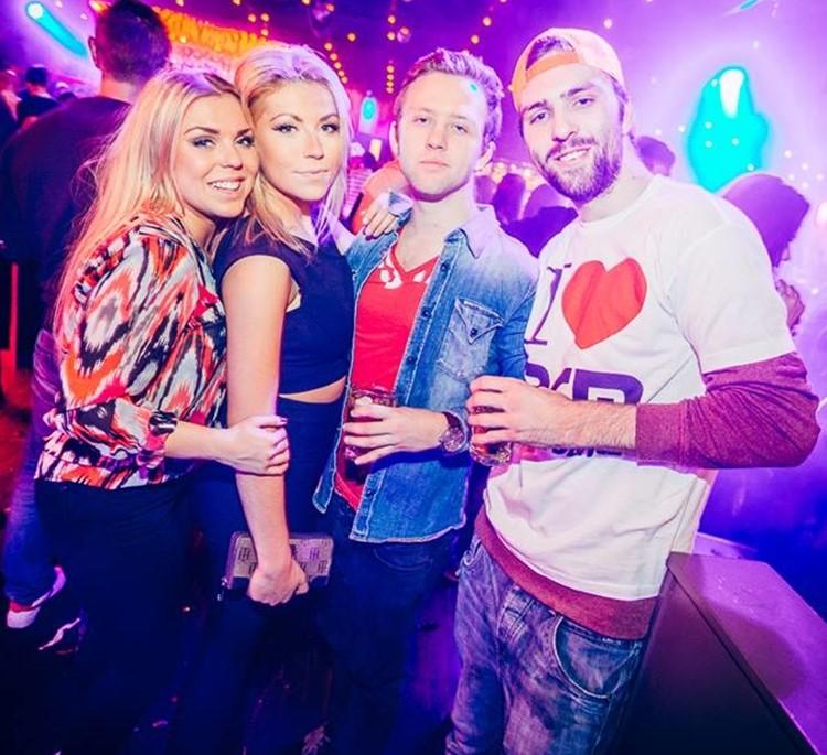 Park Lane Show club nightclub Gothenburg party boys and girls drinking alcohol partying