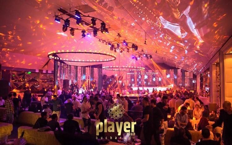 Player Club nightclub Bucharest party people having fun drinks