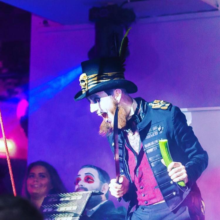 Sirkus Club nightclub Oslo actor clown costume party show