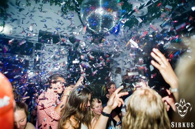 Sirkus Club nightclub Oslo party fun drinks people dancing