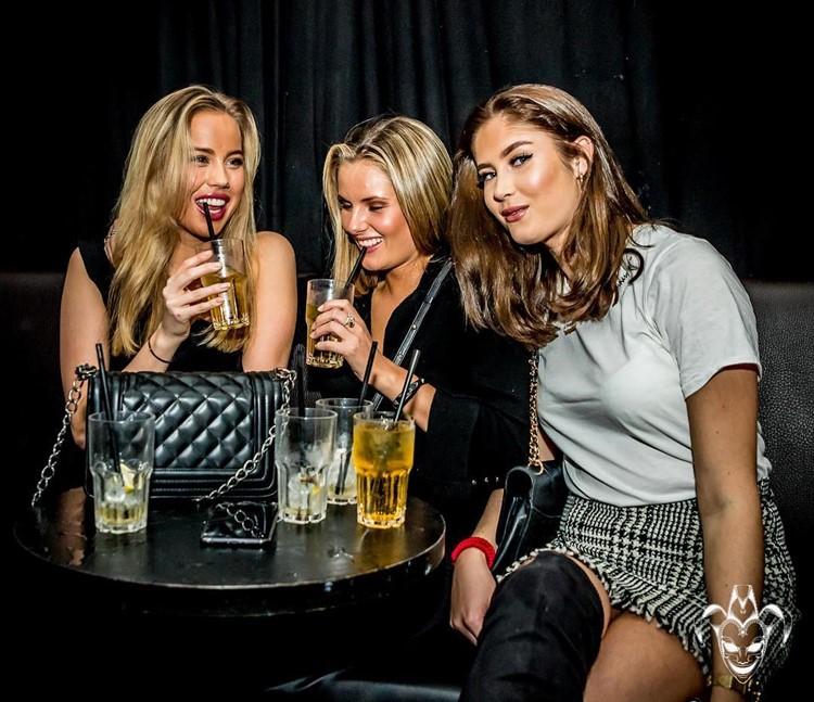 Sirkus Club nightclub Oslo girls drinking alcohol drinks bottles table