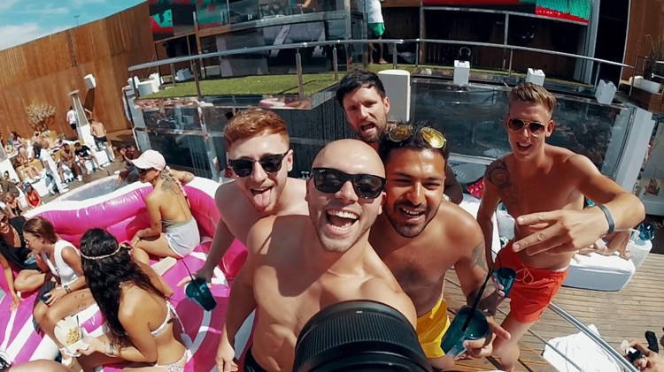 Sisu dayclub Marbella group of boys having fun