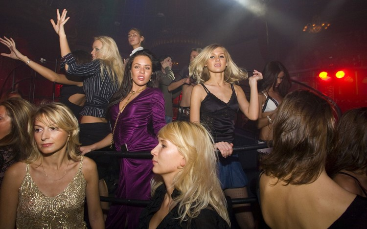 Soho Rooms nightclub Moscow blonde girls dancing and having fun