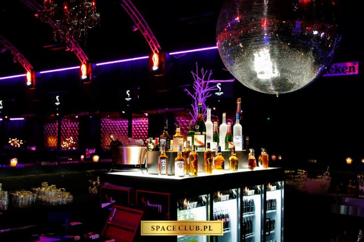 Space Club nightclub Warsaw drinks alcohol expensive bottles of champagne vodka bottles