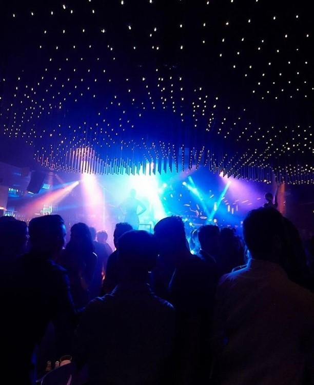 Sutton nightclub Barcelona crowd special lights concert