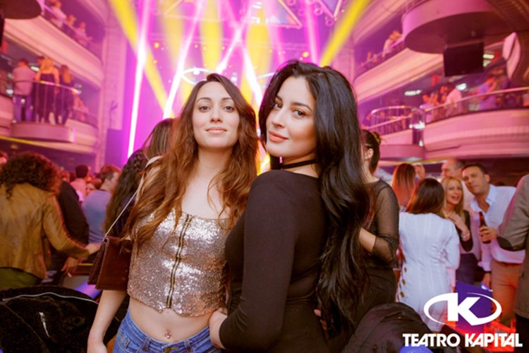 Teatro Kapital nightclub Madrid two pretty brunette girls
