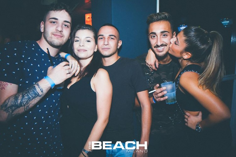 The Beach Club nightclub Milano party girls and boys kissing sexy
