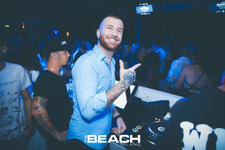 The Beach Club nightclub Milano party dj mixing music