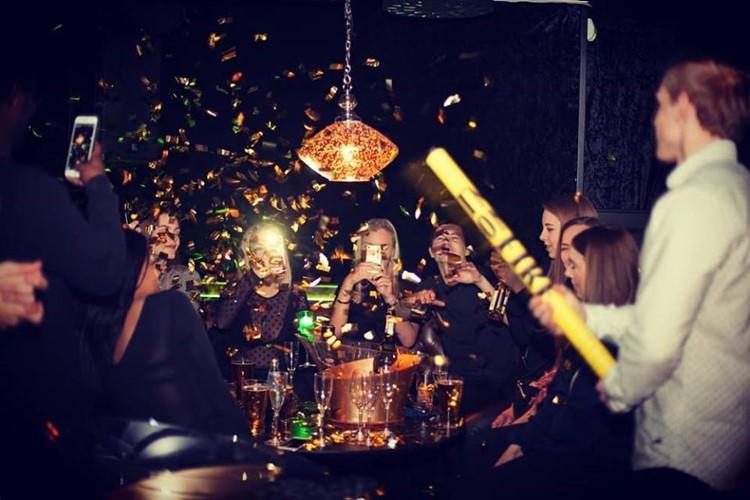 The Club nightclub Oslo party fun confetti drinks