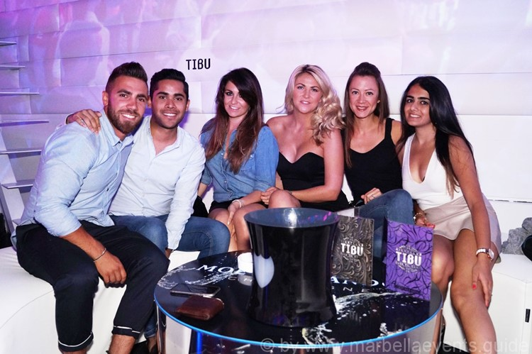 Tibu nightclub Marbella group of boys and girls having fun