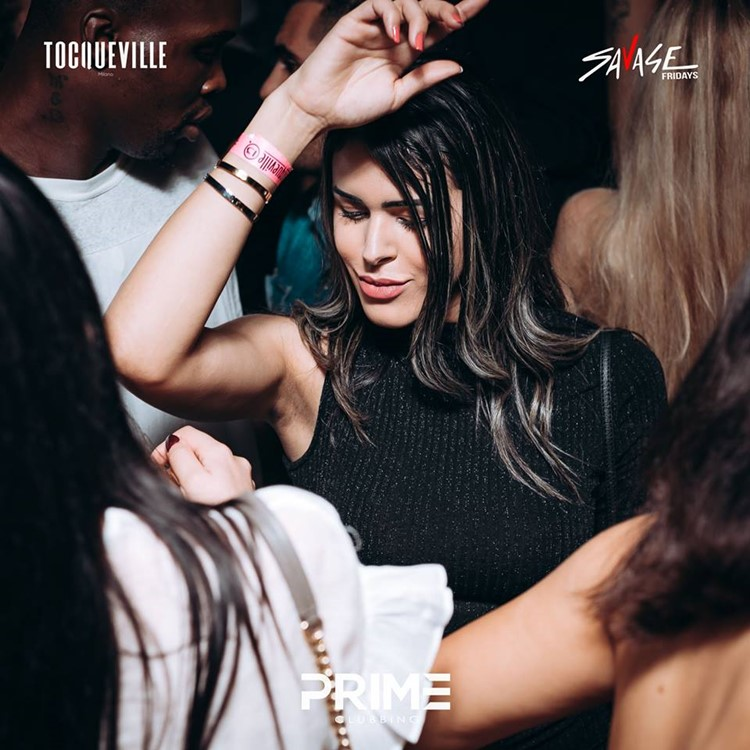 Tocqueville 13 nightclub Milan girl dancing sexy