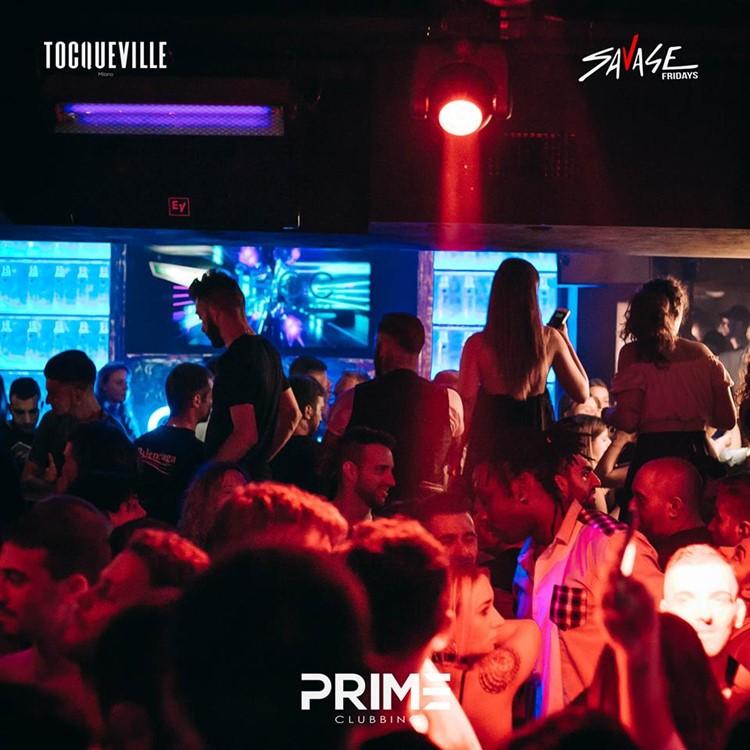 Tocqueville 13 nightclub Milan crowd partying club drinks
