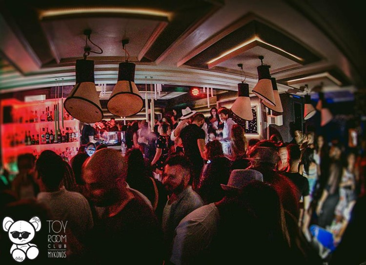Toy RoOm nightclub Mykonos crowd partying on full night event