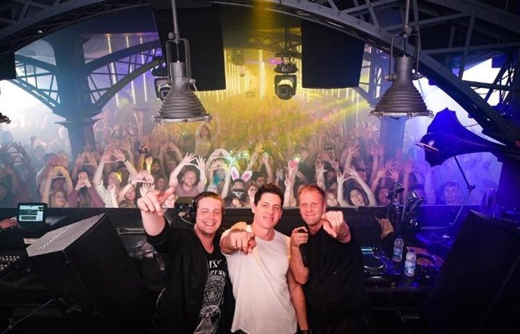Uniun nightclub Toronto three djs and full crowd