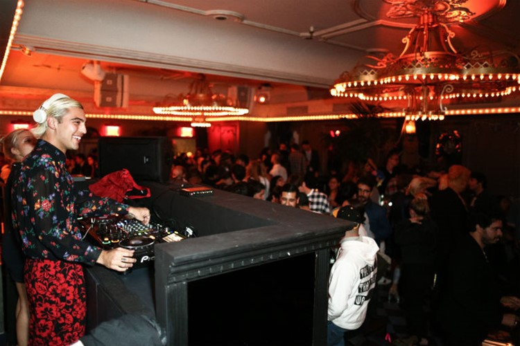 Party at Up and Down VIP nightclub in New York. Find promoters for guest list in Clubbable