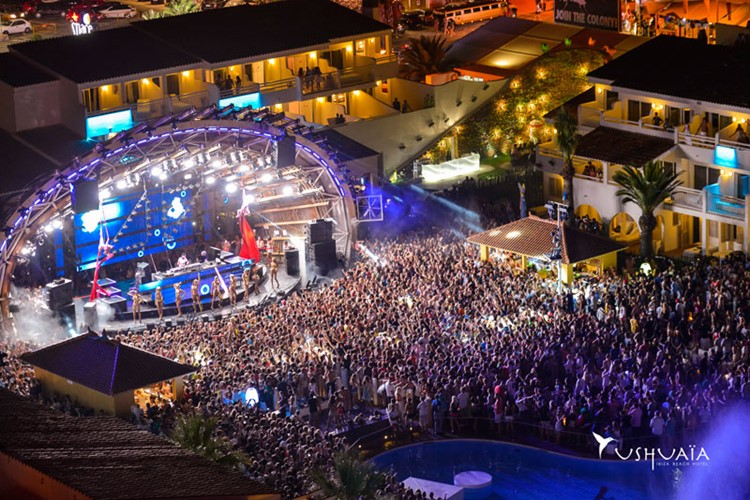 Ushuaia nightclub Ibiza big event party massive crowd