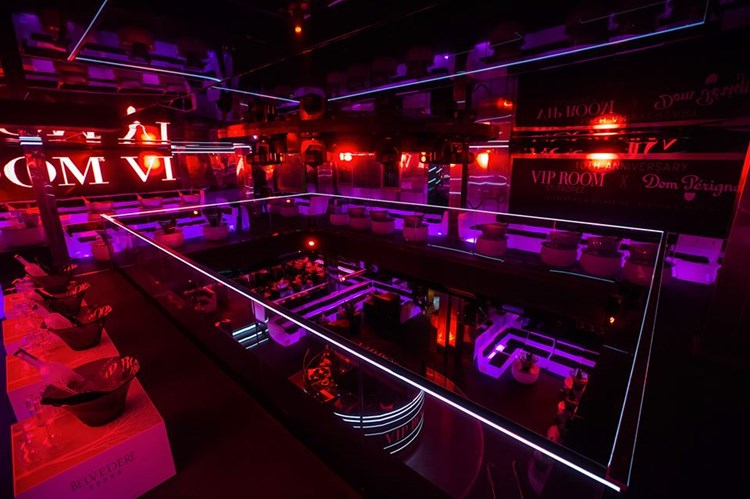 Party at VIP ROOM VIP nightclub in St Tropez. Find promoters for guest list in Clubbable