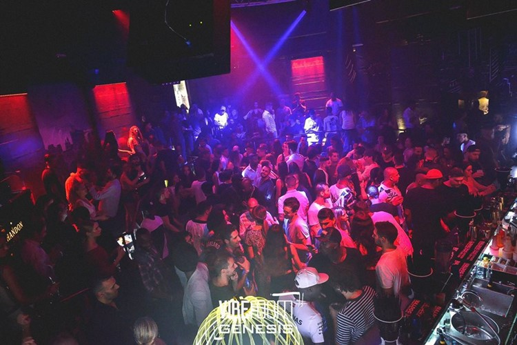 Vibe Room nightclub Milan party event show lights crowd partying