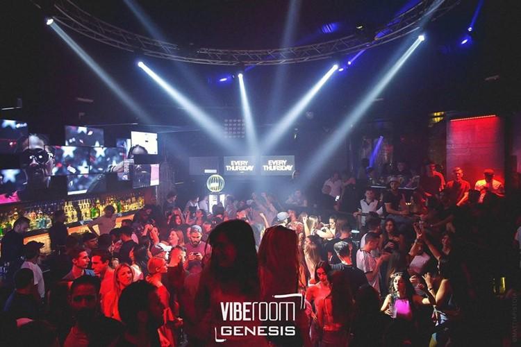 Vibe Room nightclub Milan party crowd partying dancing drinks