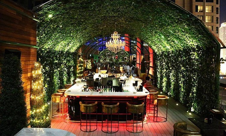 Party at Vii VIP nightclub in Dubai. Find promoters for guest list in Clubbable