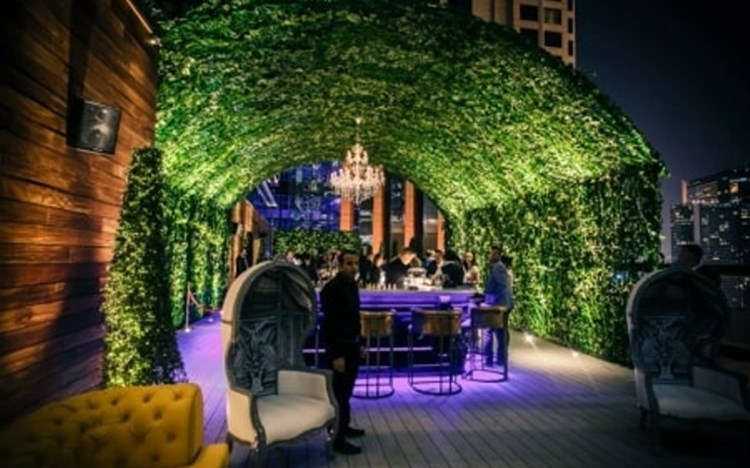 Party at Vii VIP nightclub in Dubai