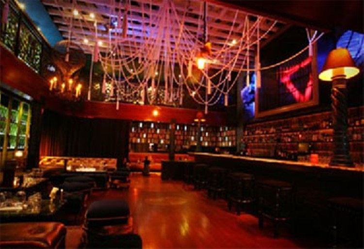 Party at Villa Lounge VIP nightclub in Los Angeles. Find promoters for guest list in Clubbable